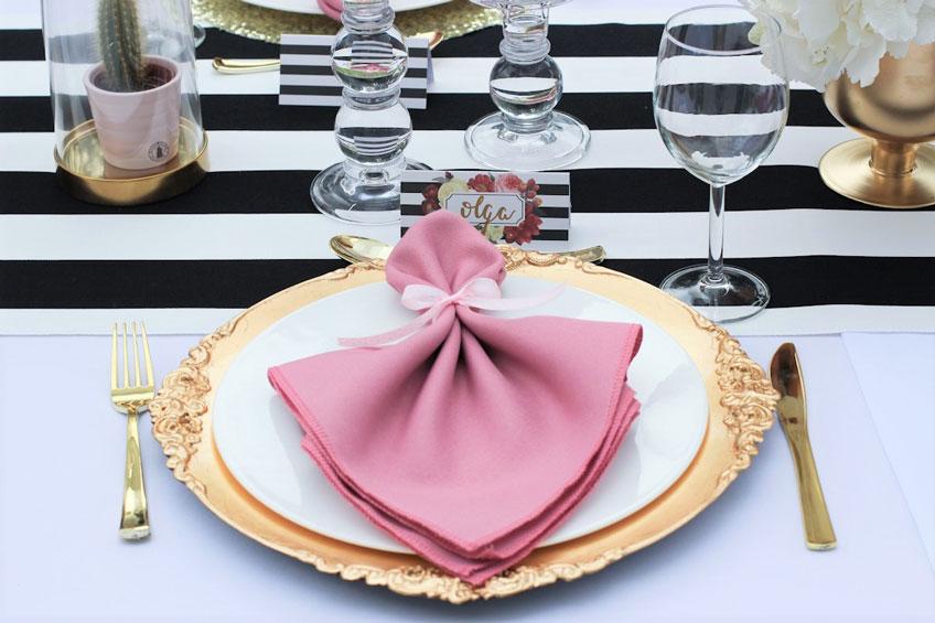Tischset in Rosa, Gold und Schwarzweiß fürs Geburtstagsdinner (c) Voth Immobilien