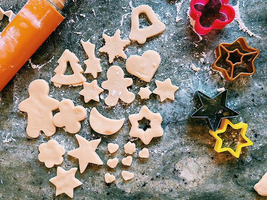 Plätzchen backen mit Kindern zu Weihnachten ist mit das Beste am Advent (c) Sandra Wei on Unsplash