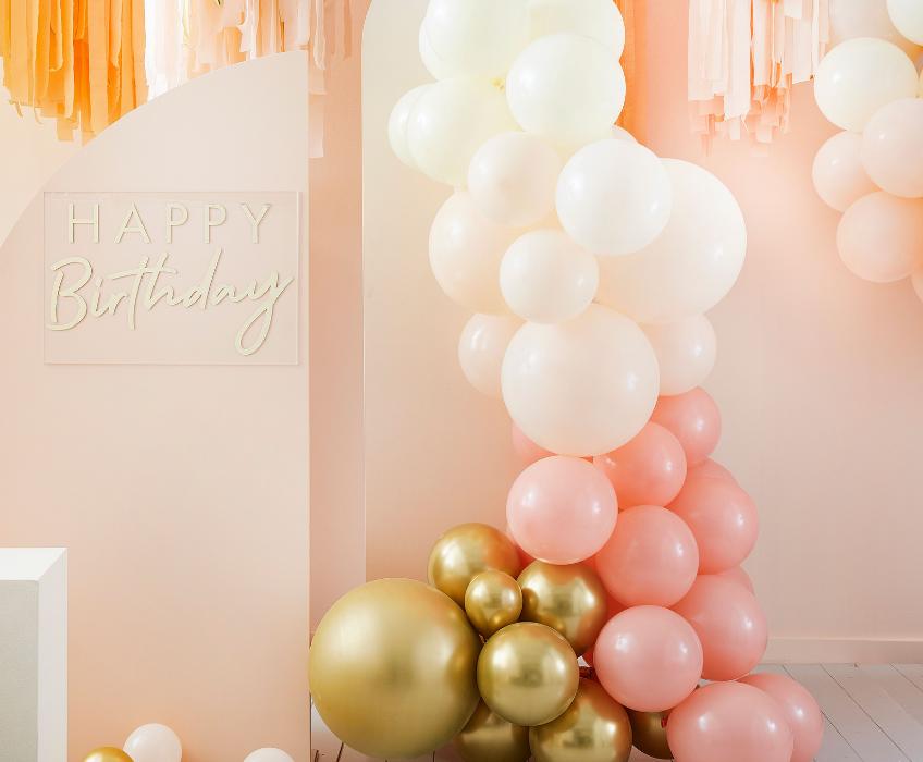 Modern, sommerlich, elegant - deine Ballongirlande kann in vielen Stils deine Party effektvoll verschönern