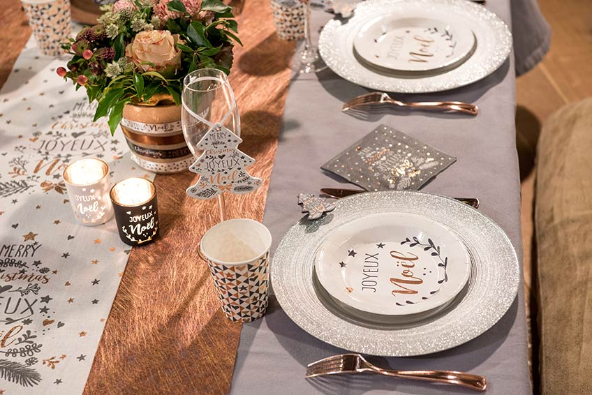 Festliche Deko-Serie Joyeux Noël für ein frohes Fest in edlem Metallic auf weihnachtlichem Weiß