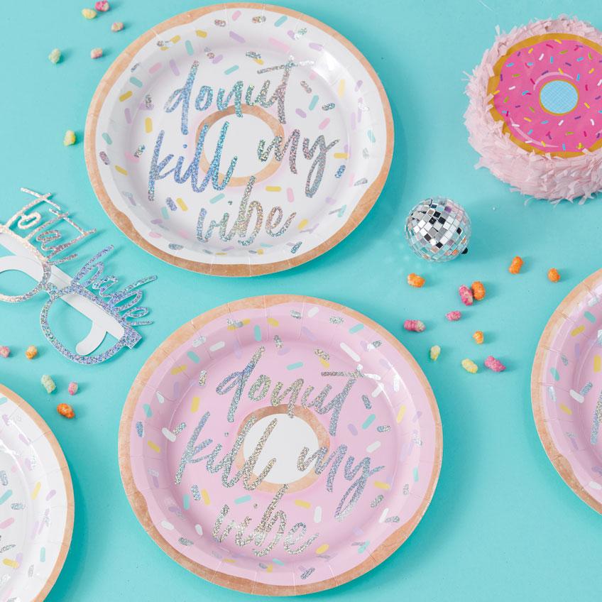 Donuts & Disco - mit viel Glitzer sind sie die perfekte Party-Kombination, auch auf dem Partygeschirr