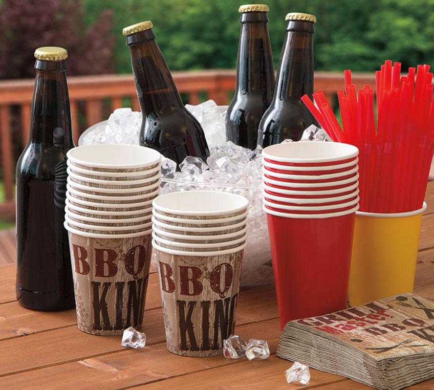 Kaltes Bier und Sommerstimmung mit Motiv-Geschirr auf deiner Grillparty