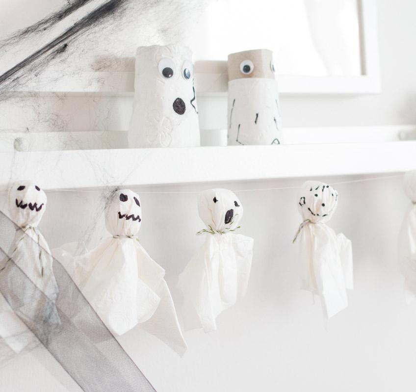Mumien aus Klopapierrollen zum Selbstmachen für Halloween (c) delari.de