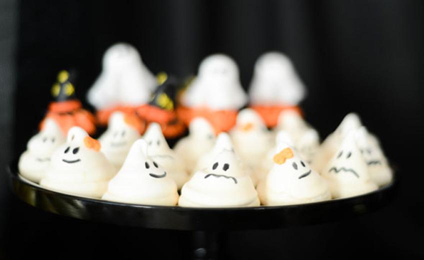 Süßes Spuk-Rezept: Baiser-Halloween-Geister für kleine Schleckermäuler