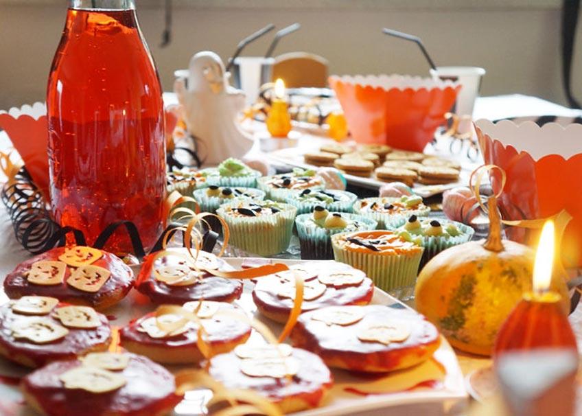 Mach zum Kinder-Halloween ein schönes Schauerbuffet