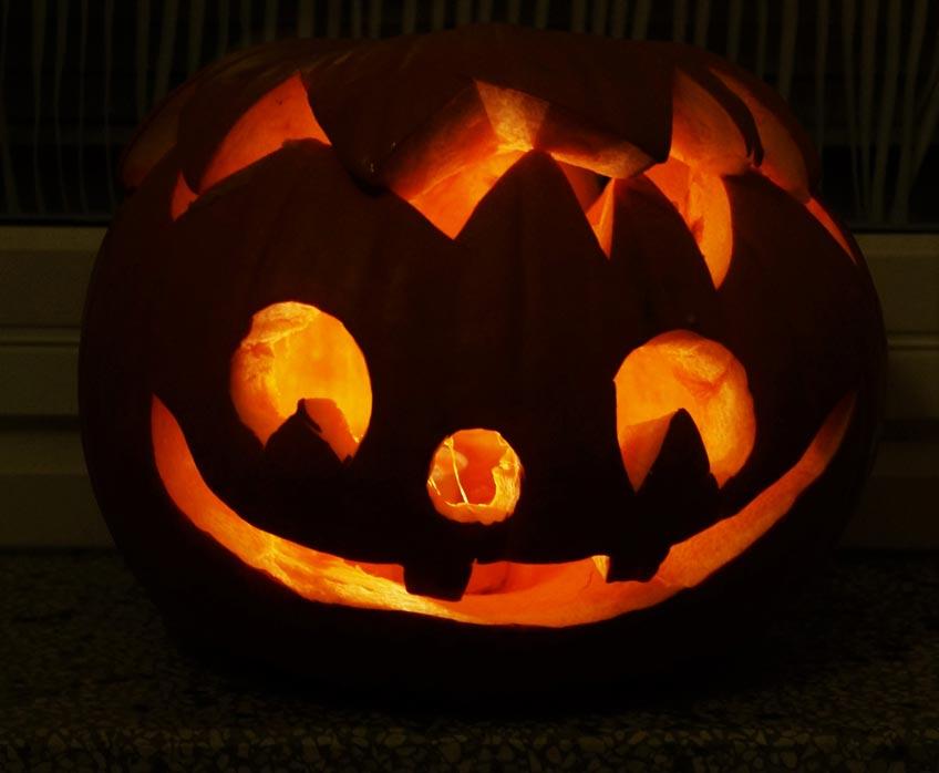 Halloween Kinderparty - Schnitz gruselige und niedliche Kürbisse