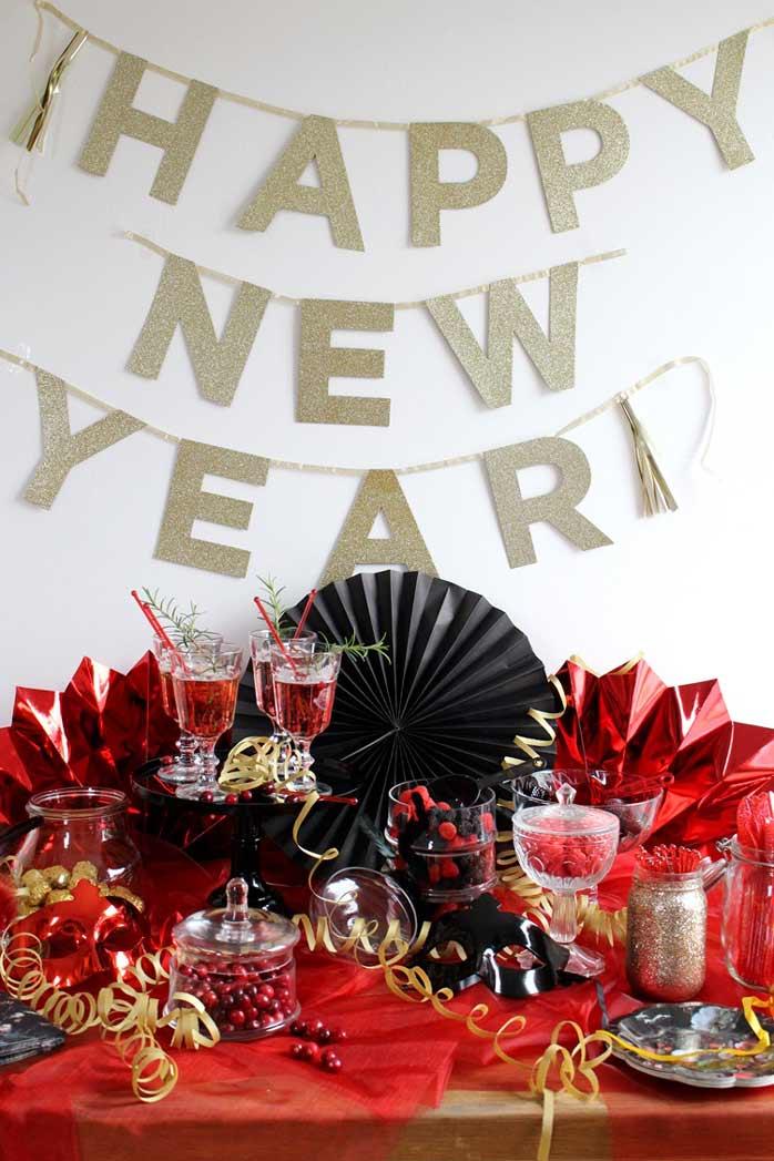 Dekoriert euren Maskenball-Sweet-Table in dunklen Farben (c) Mareike Winter - Biskuitwerkstatt