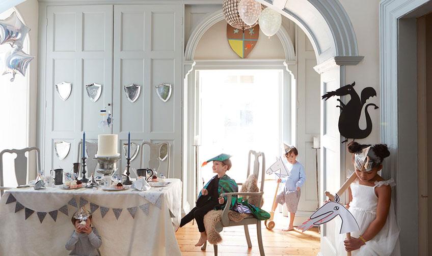 Der Kindergeburtstag im Herbst bietet tolle Naturthemen und magische Mottos (c) MERI MERI