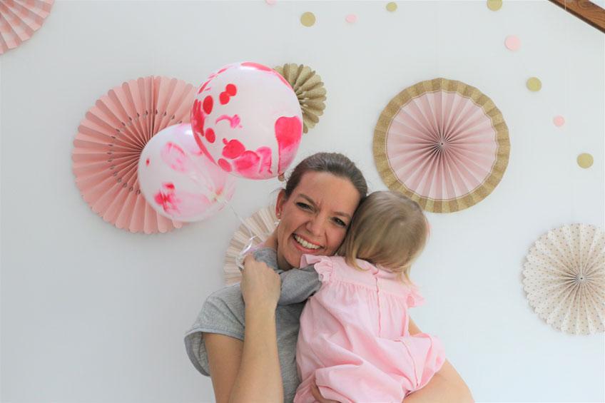 Du feierst keinen Kindergeburtstag? Dann sei selbst die Party für dein Kind! (c) happymomdiary