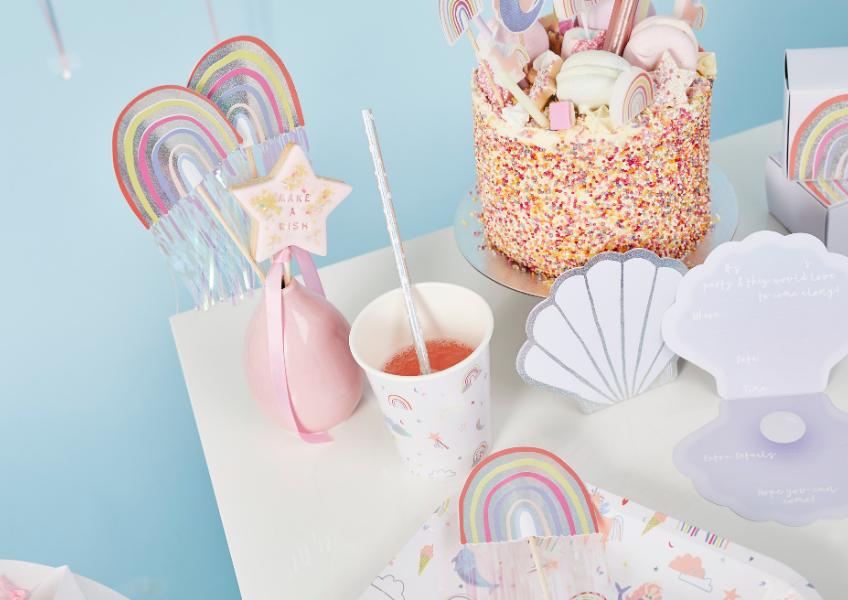 Motto-Mix-Deko auf dem Geburtstagstisch - das Schönste aus mehreren Welten