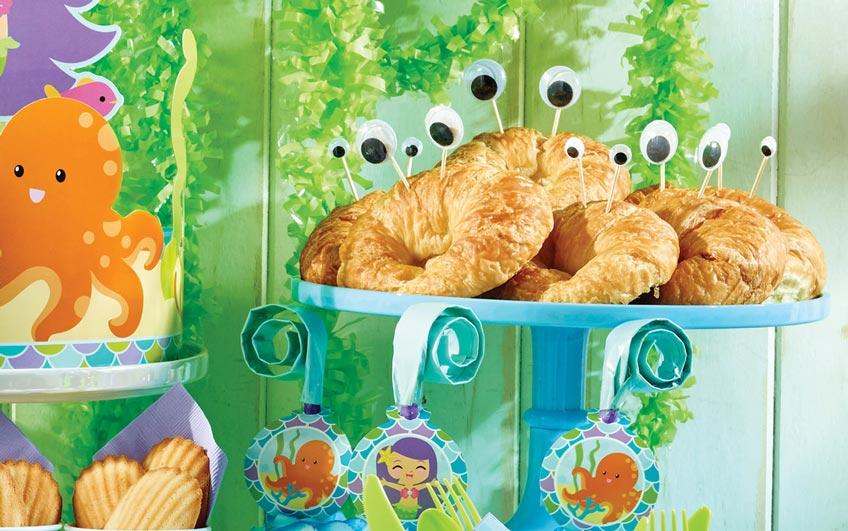 Krabbelnde Croissants - Herzhafte Snacks für den Meerjungfrauen-Kindergeburtstag