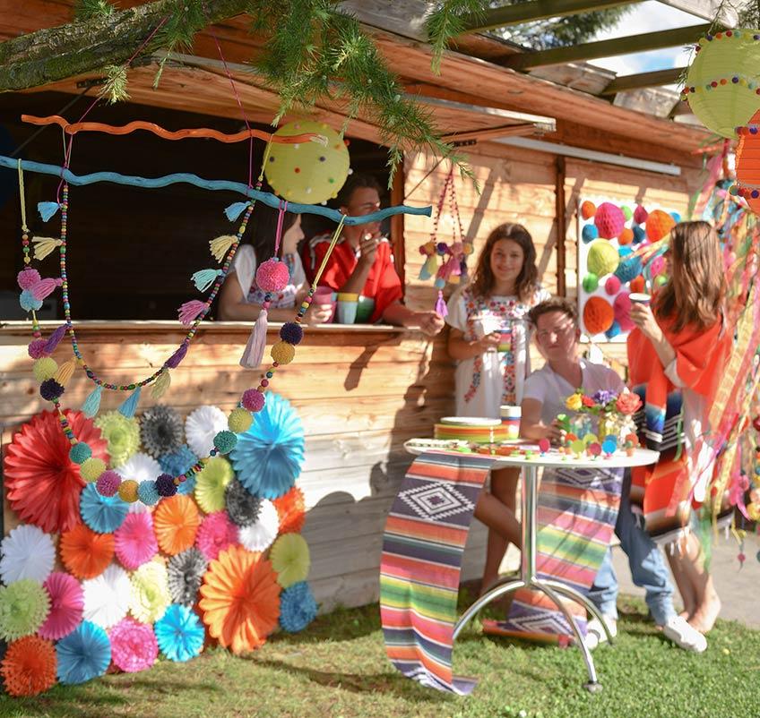 Feier eine Sommerfiesta im Mexiko-Look mit bunter Deko