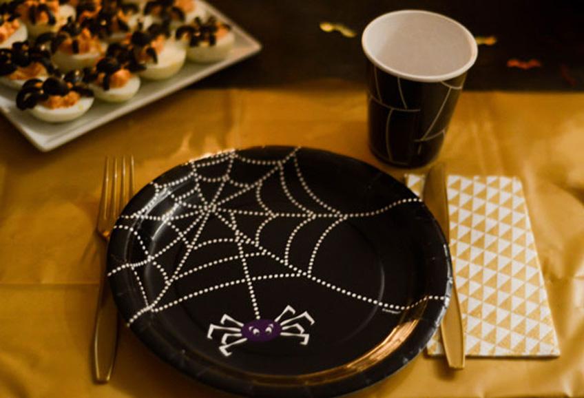 Super praktisch und chic für Kids - Halloween-Partygeschirr für eine schnelle Tischdeko