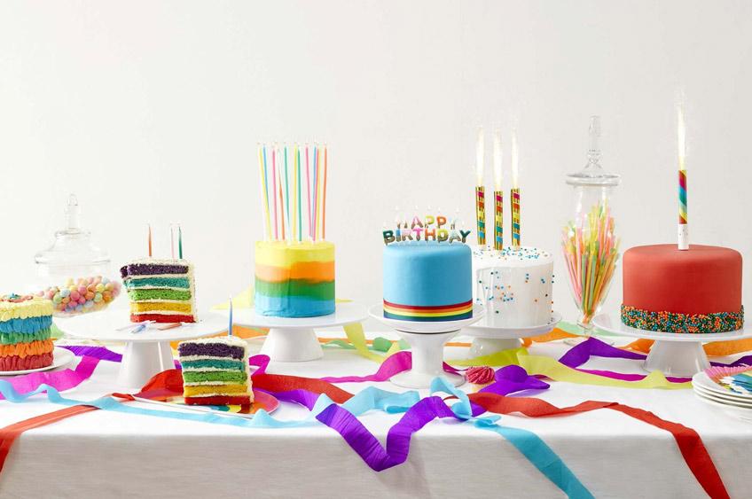 Auch der Sweet Table folgt dem Regenbogen-Motto