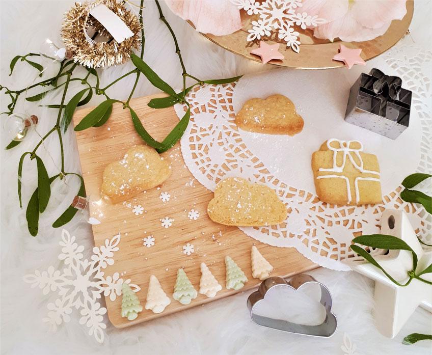 Rosarotes Weihnachten mit Plätzchen und Puderzucker (c) lxoxndxoxn