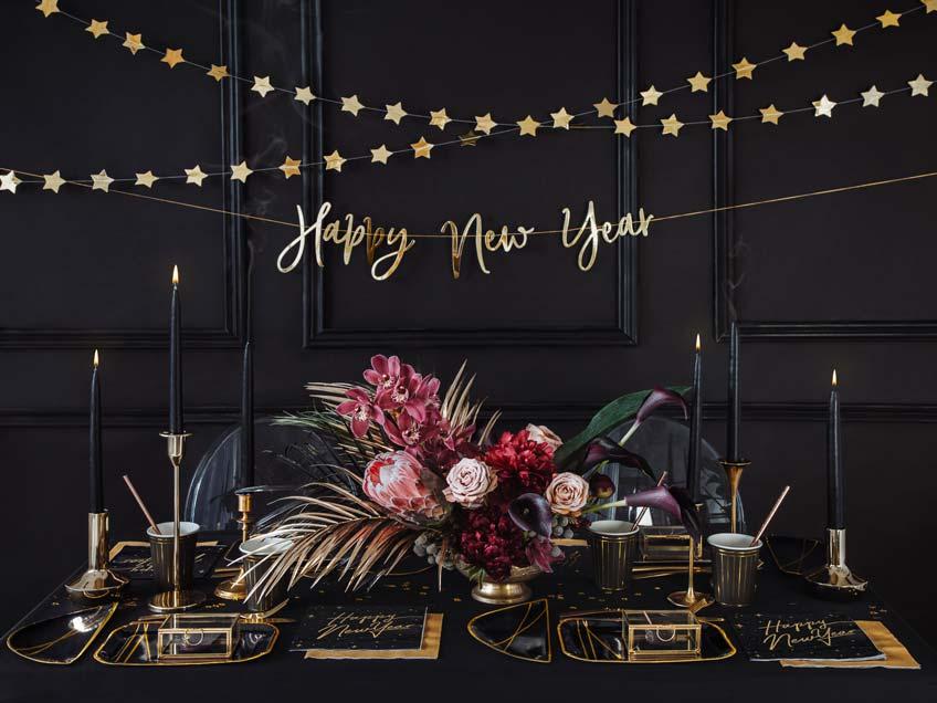 Dunkle Farben und Goldeffekte zu Silvester mit Art Deco