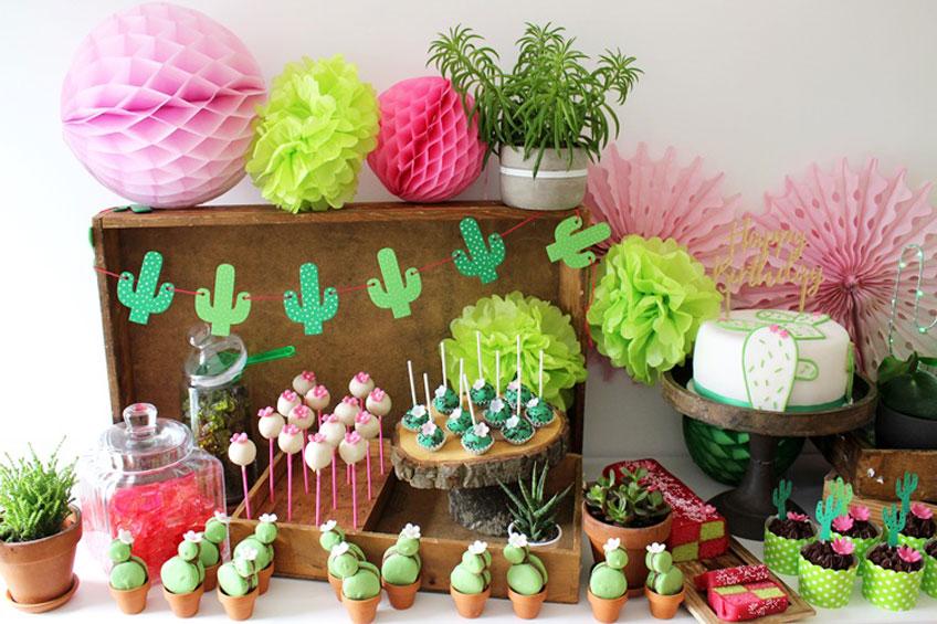 Toller Deko-Tisch für die Mottoparty zum Thema Kaktus (c) Mareike Winter - Biskuitwerkstatt