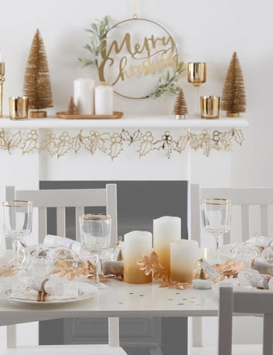 Dekoriere zu Weihnachten elegant und erwachsen mit Metallic-Glanz