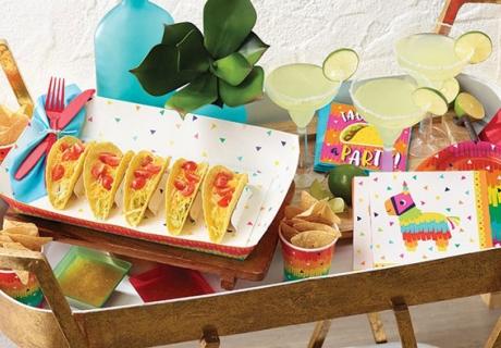 Wenn du es knallig magst, dekorier deinen Balkon kunterbunt zur Sommerparty