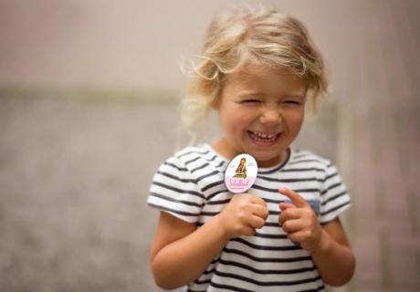 Schenk deinem Schulkind zur Einschulung einen individualisierbaren Button mit Schul-Maskottchen