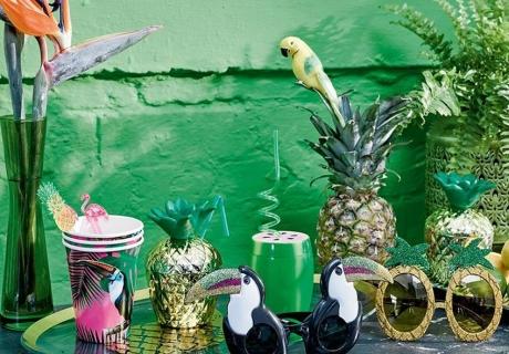 Tropische Vögel bringen Urlaubsflair in deine Sommerdeko zur Cocktailparty