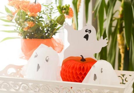 Geister gehören zu Halloween: ob selbstgemacht oder gekauft
