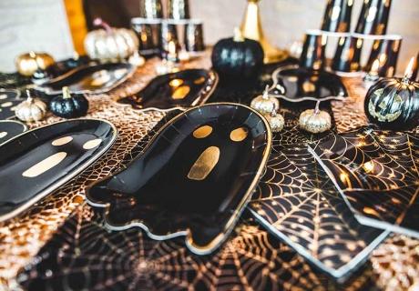 Shape-Teller mit süßen Halloween-Motiven in edlen Farben - der Hit in deiner stilvollen Deko (c) Camille Koziol