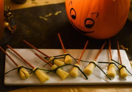 Geniale Rezeptidee zu Halloween - Hexenbesen-Käsesticks