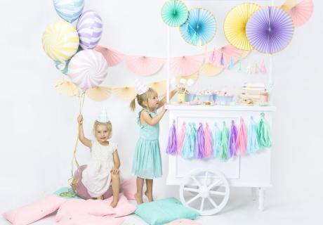 Schöne bunte Deko für den Kindergeburtstag funktioniert einzeln, passt aber auch toll zu süßen Themen wie Eiscreme