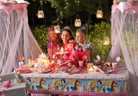 Mehrere Disney-Prinzessinnen auf einmal? Klar! Lass dein Kind das Motto für seine Geburtstagsparty wählen