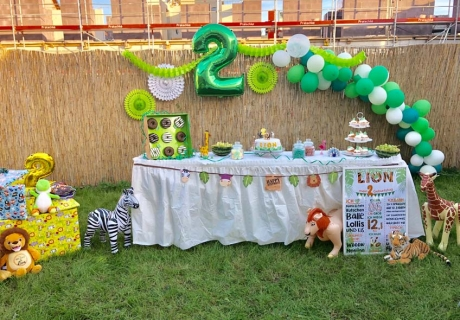 Dekorier den Safari Sweet Table mit Deko in frischen Farben (c) lionsworld