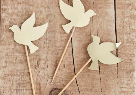 Mit diesen Tauben-Picks schaffst du einen tollen Blickfang auf dem Sweet Table zur Kommunion