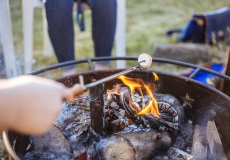 Nimm das Wochenende als Anlass für ein BBQ im Garten (c) Priscilla du Preez on Unsplash