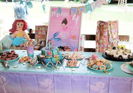 Mache zum Meerjungfrauen-Geburtstag für Kinder zum Beispiel einen tollen Sweet Table (c) lamiaswelt