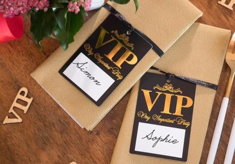 Persönliche Namenszettelchen für die Mottoparty mit VIP-Faktor