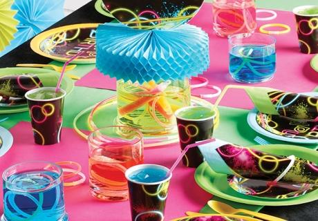 Nicht nur in den 90gern beliebt - coole Neon-Partydeko in schrillen Farben