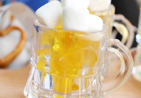 Tolle Deko und gut auf dem Oktoberfest-Sweet-Table - die süße Maß (c) Mareike Winter - Biskuitwerkstatt