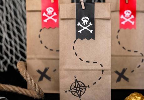Als Mitgebsel oder besondere Einladung: in den Schatzkarten-Tüten ist reichlich Platz für Piratengold!