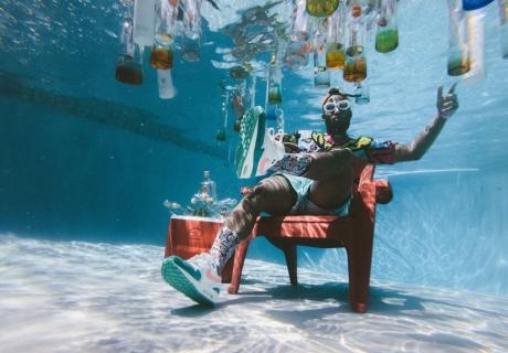 Wir liefern dir die Tipps & die Deko für eine geniale Poolparty (c)  Jakob Owens on Unsplash
