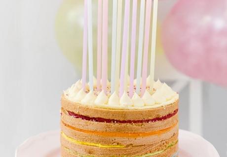 Zur Regenbogen-Party gehört auch ein Regenbogenkuchen