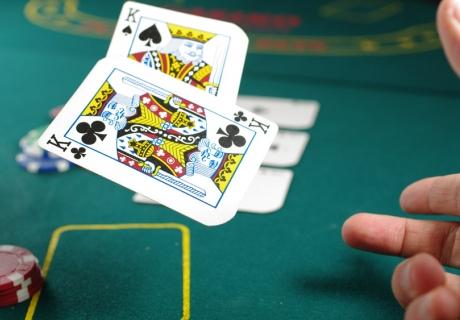 Feier zu Silvester eine Casino-Party und fordere dein Glück heraus (c) Michal Parzuchowski on Unsplash
