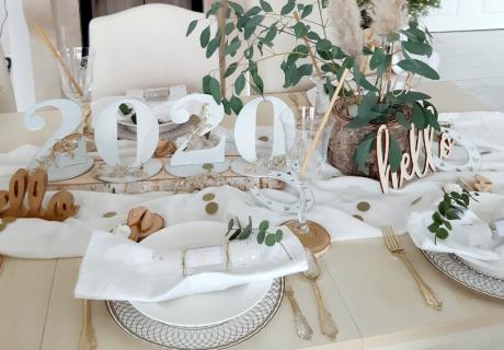 Grünes Silvester mit Pflanzen und individueller Tischdeko aus Holz (c) lxoxnxdxoxn