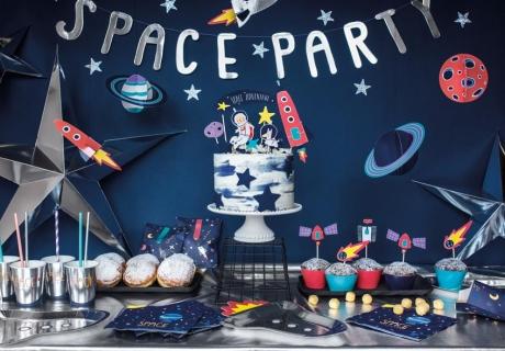 Zum Kindergeburtstag genial - Weltraumdeko mit Raketen