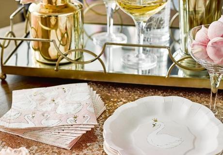 Pastelldeko in Rosa und Weiß für Schwanenprinzessinnen und Märchenfreunde