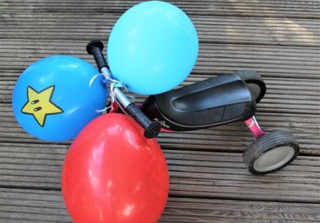 Ballon Battle 2.0: Mit bunten super Mario Ballons verwandelst du den Fuhrpark der Kids in ein lustiges Party-Spiel