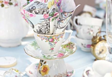 Was hübsche Servietten und ein wenig Kreativität alles ausmachen können - tolle Tea Party mit toller Deko :)