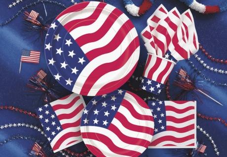 Als Tischdekoration bietet sich ein bunter Mix mit U.S. Flagge an