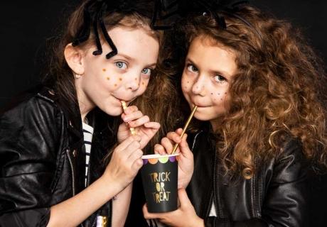 Trick or Treat - die schönen schwarzen Becher garantieren Halloween-Flair