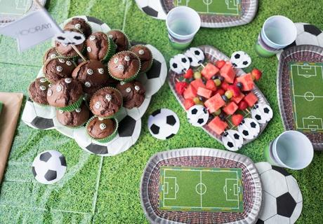 Bereit für die WM - mit diesem tollen Fußball-Sweet-Table habt ihr jede Menge Fans © juliaweisshome